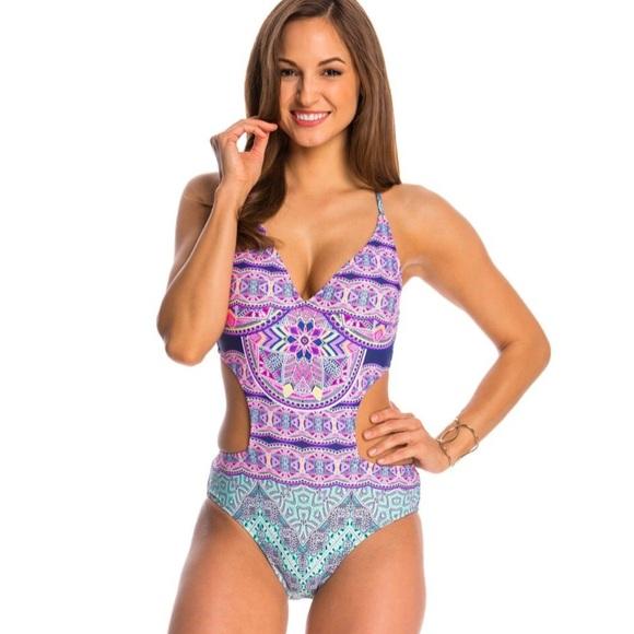 e500910703c16 Jessica Simpson Mojave Cut Out One Piece Monokini